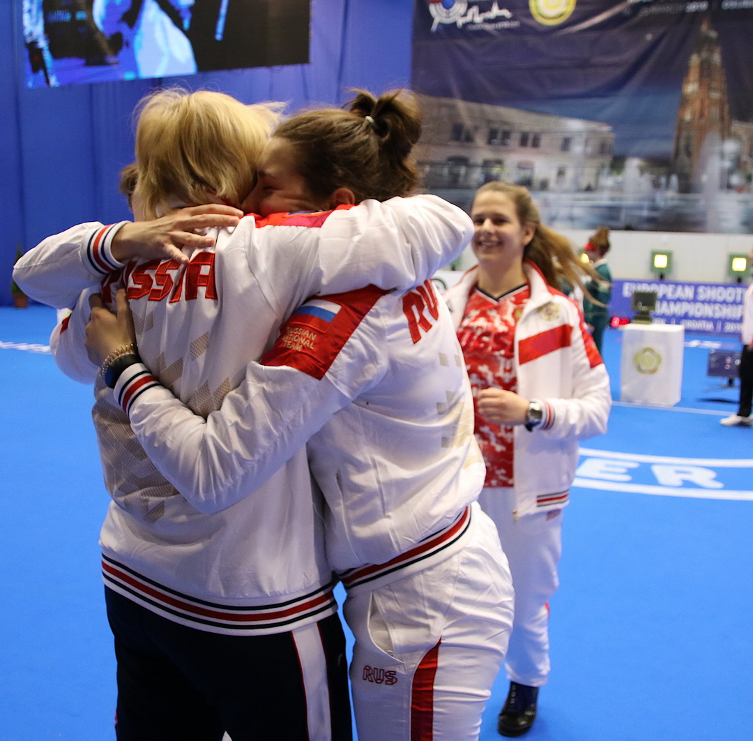 Russia beat Hungary after exciting moments in Team event 10m Air Pistol Women Junior