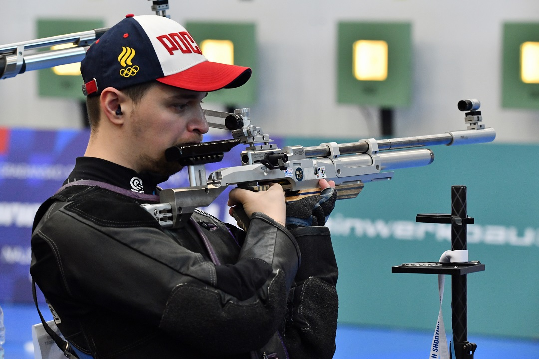 Russian athletes on top in 10m Air Rifle Women and Men Qualifications